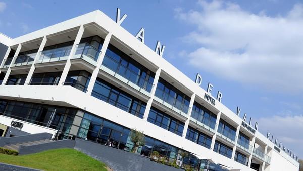 Donderdag kleurt Van der Valk Eindhoven LED