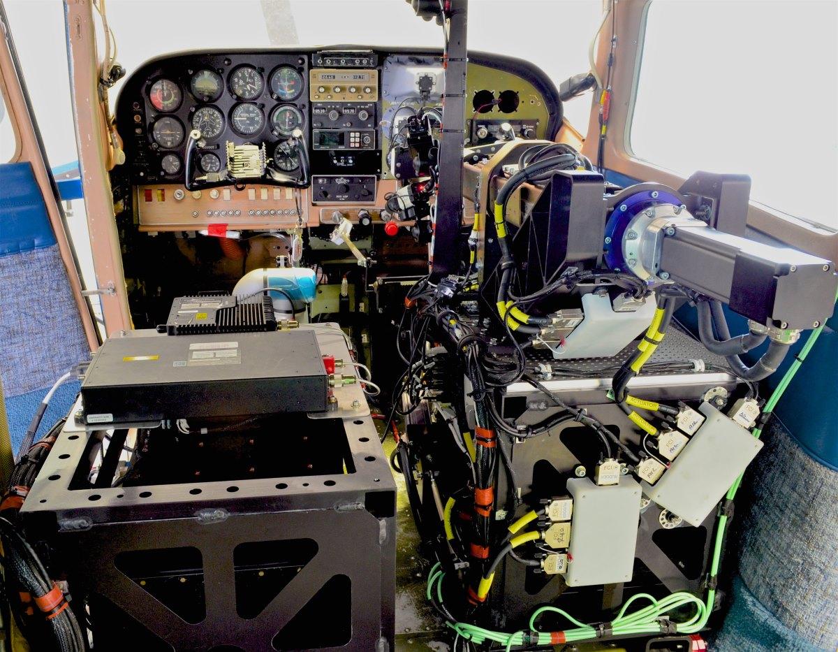 Goedkope robotpiloot laat sportvliegtuigje autonoom vliegen