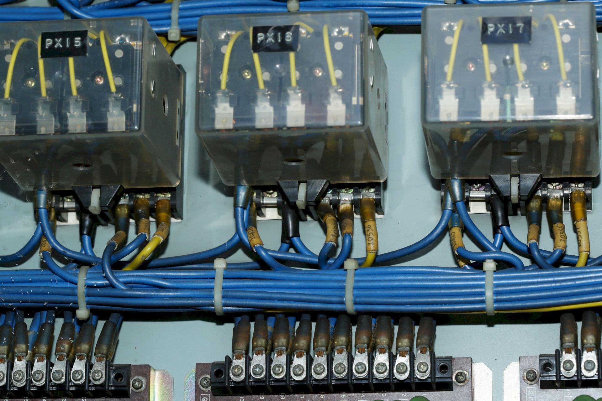 Wat is de impact van vermogenselektronica op statische elektriciteitsmeters?