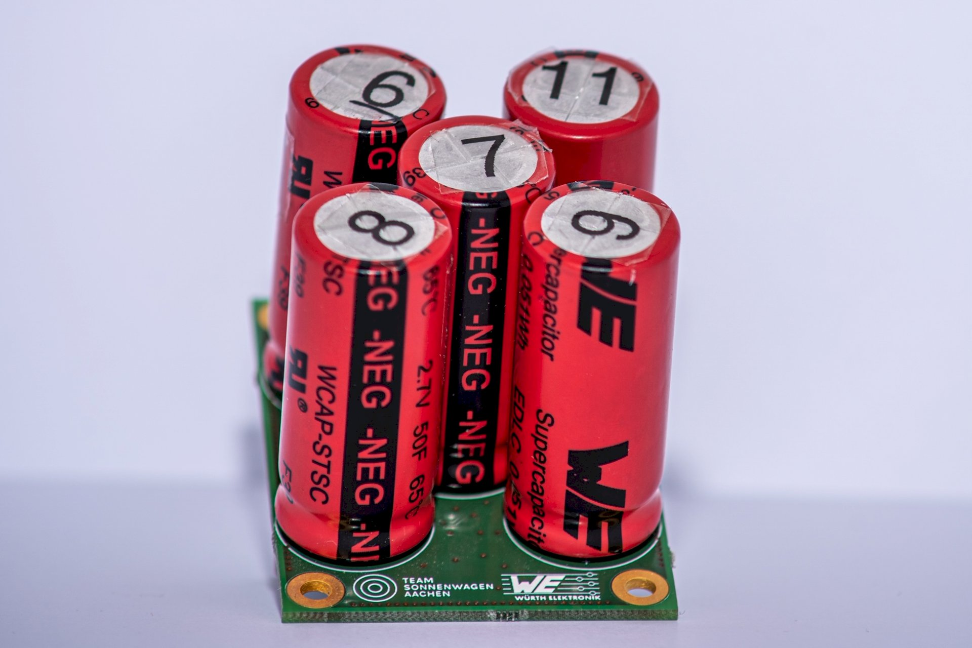 Inside: a battery-management system with capacitors supplied by Würth Elektronik.