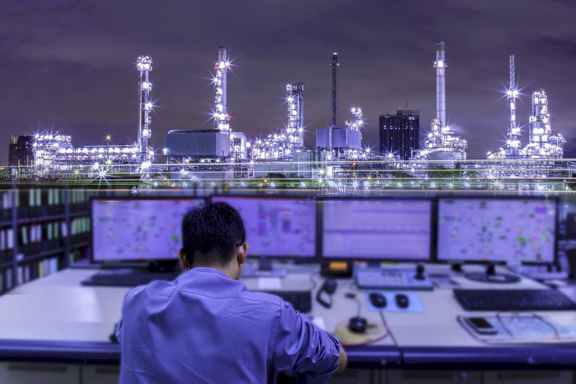 Alles in zicht: hier in de controlekamer komen alle centrale gegevens samen - des te belangrijker is dat de gebruikte kabels en draden de signalen betrouwbaar en foutloos overbrengen, zelfs over grote afstanden.