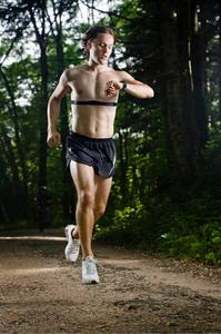 Runner_using_wireless_sports_monitoring_large