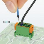Dubbelrijige connector met direct insteektechniek